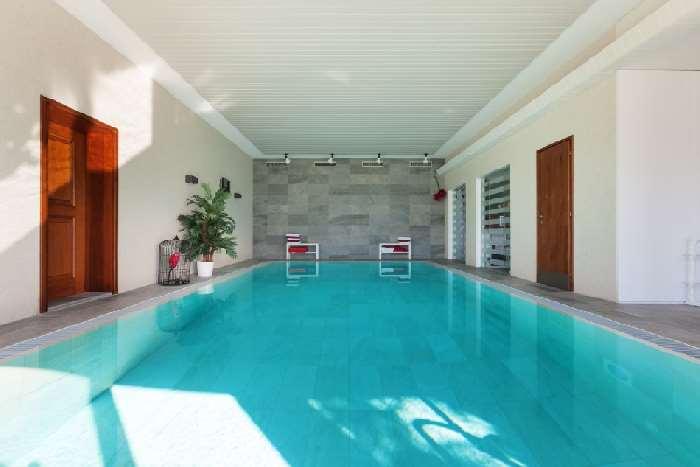 ... vakantiehuizen met een prive-zwembad, of zelfs een zwembad in huis: www.vakantiehuis-zwembad.nl